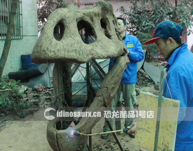 仿真恐龙骨架的制作-泥塑造型