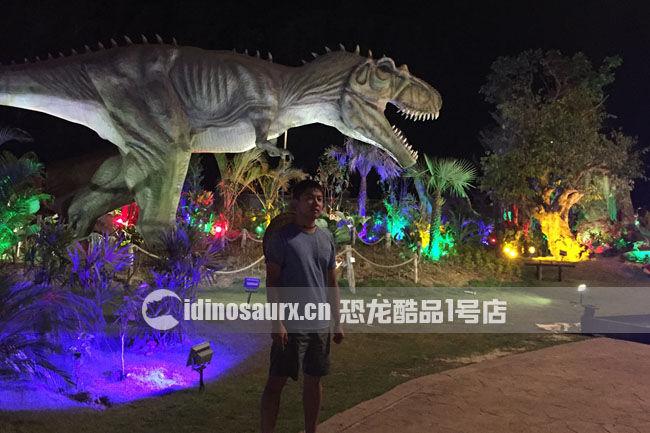 大型仿真电动暴龙在丹诺恐龙公园
