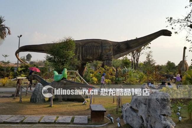 大型仿真电动汝阳龙在丹诺恐龙公园