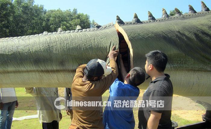 安装15米体长仿真霸王龙的尾巴
