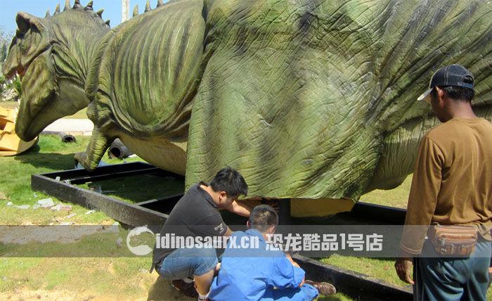 安装15米体长仿真霸王龙的腿部金属