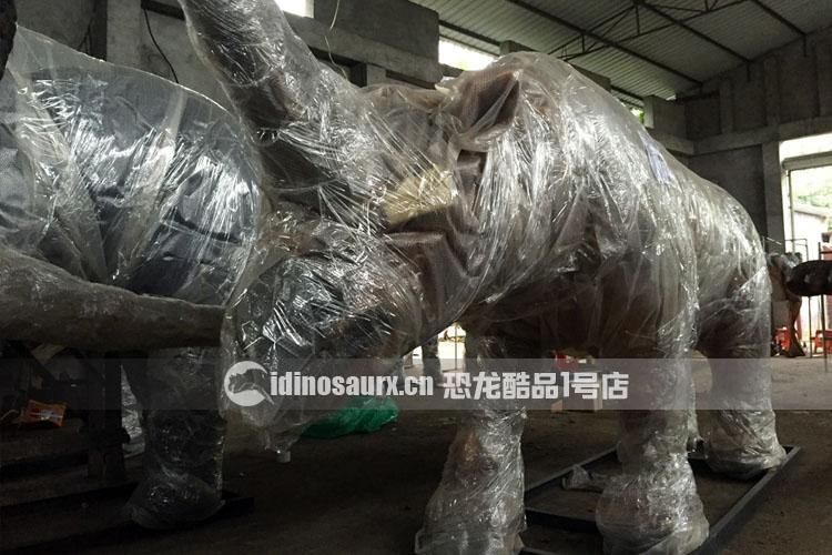 电动恐龙动物包装作业