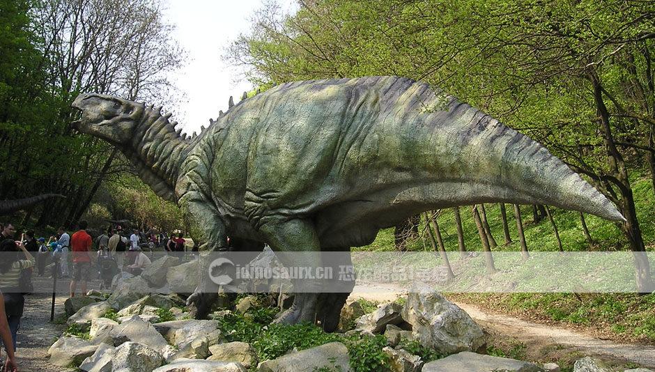 休闲公园恐龙雕塑