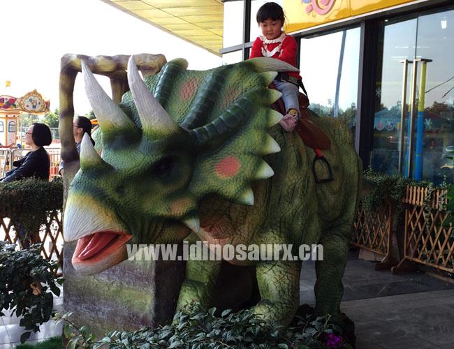 四足仿真恐龙骑乘