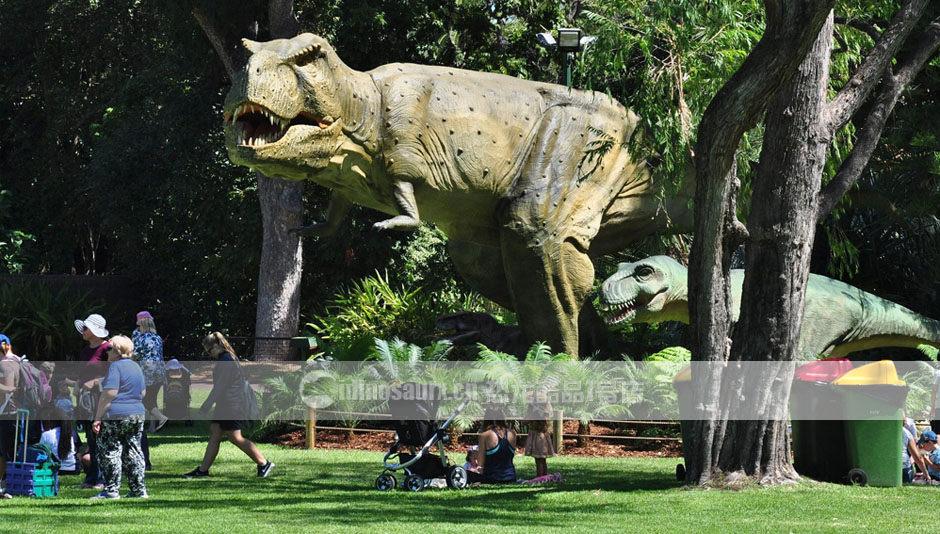 大型仿真恐龙在公园