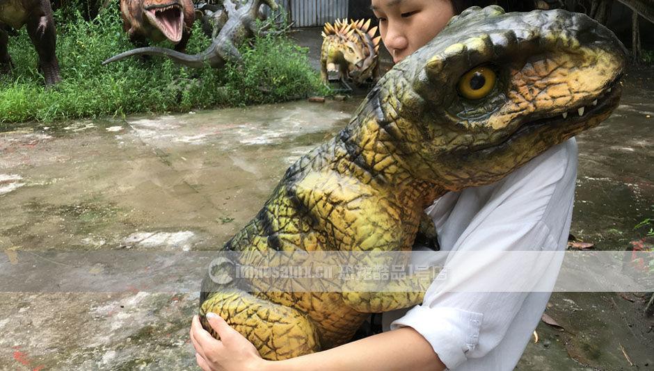 仿真恐龙玩偶可助力万圣节