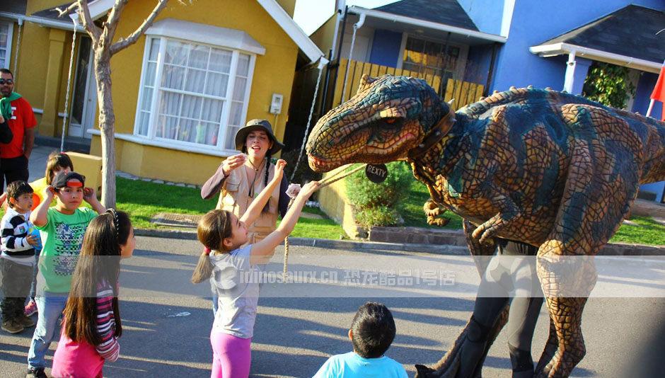 景区做活动的恐龙