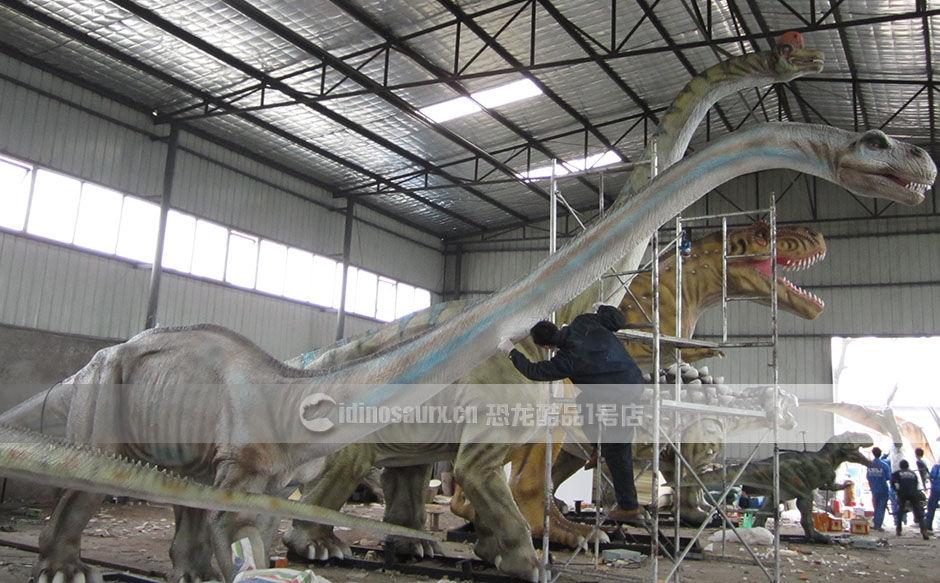 复原的大型实体恐龙模型