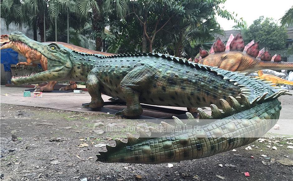 手工制作的仿真鳄鱼模型